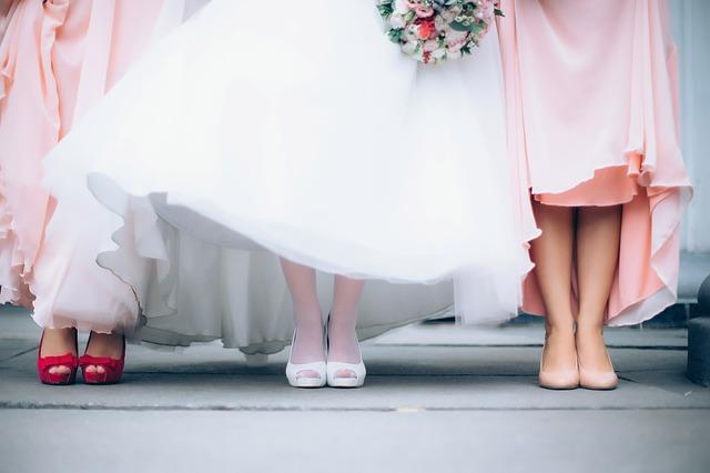 nohy nevěsty a družiček